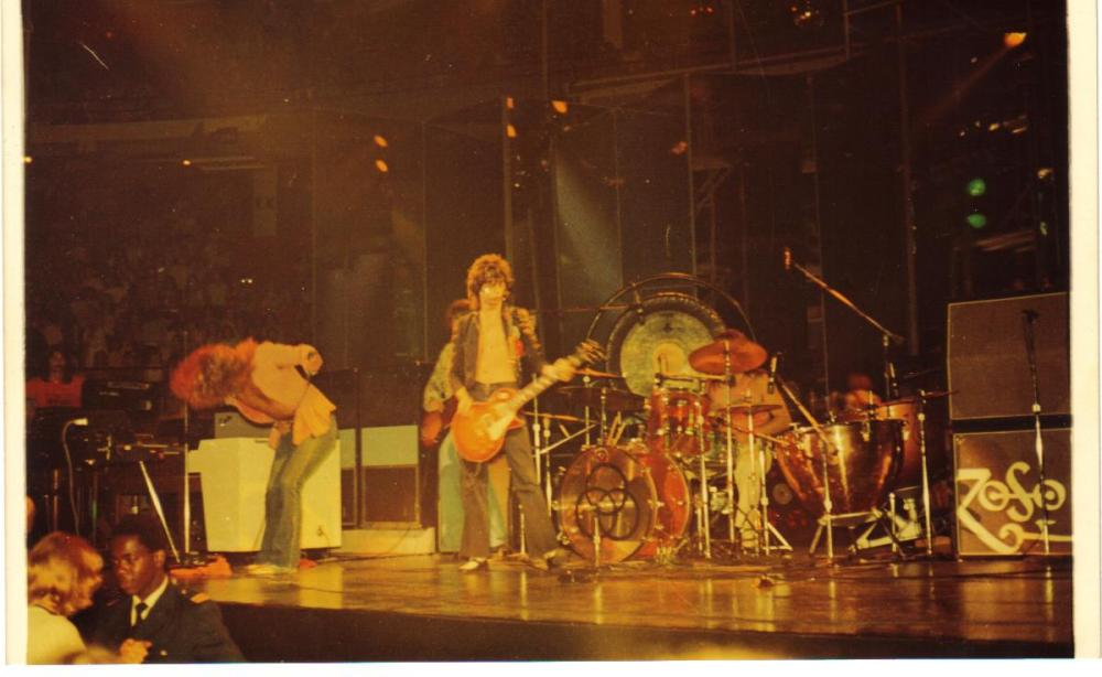 Zeppelin -Chicago Stadium '73 003.jpg