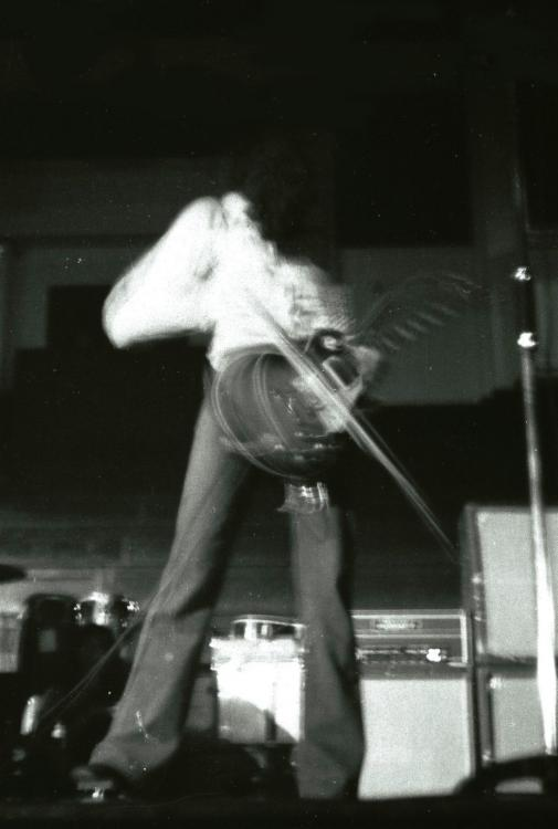 Jimmy Page Dundee 13-11-71.jpg