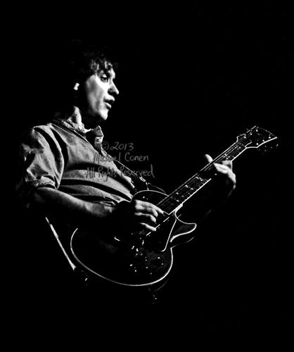 Michael Conen - [PROOF] Dave Davies solos vertical silhouette SM [The Kinks - Louisville Palace Theatre, Louisville KY  6-15-82].jpg