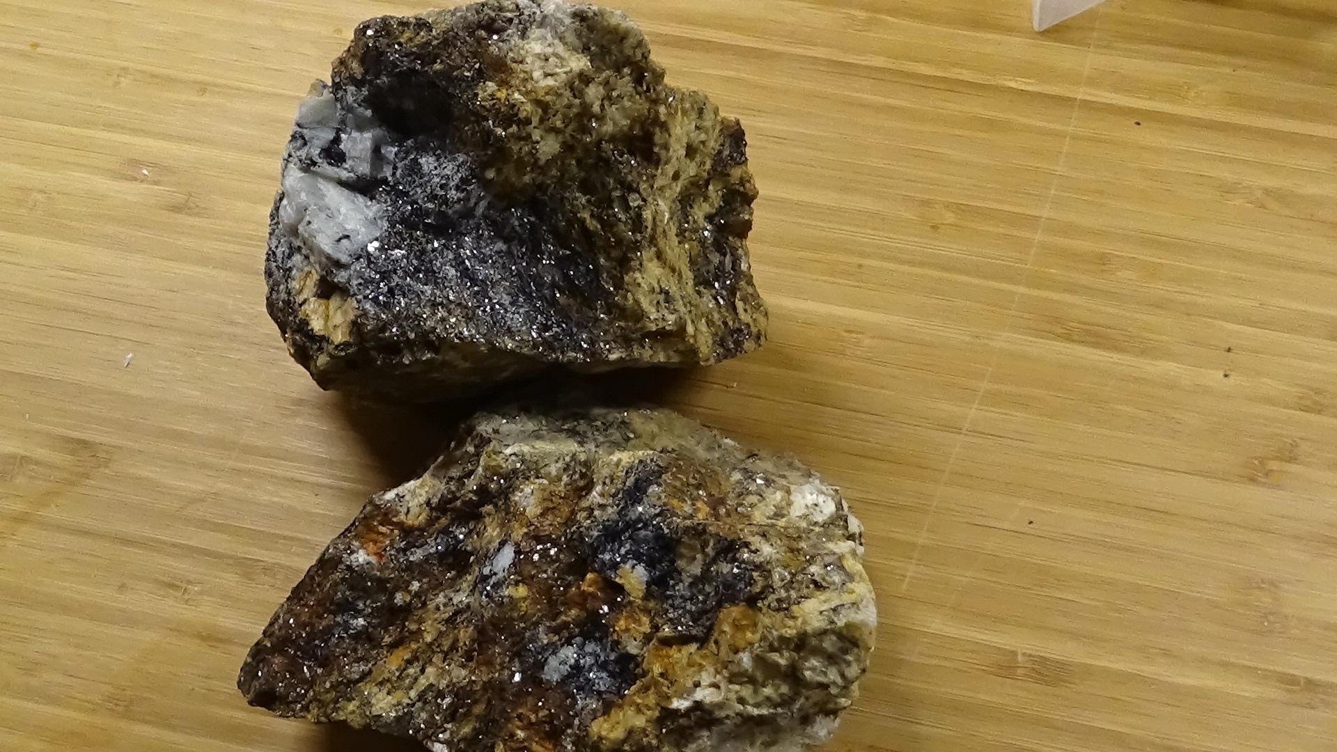 what type of rock is this - ROCKS, MINERALS and FOSSILS - Nugget