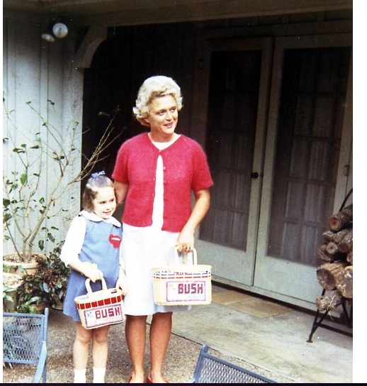 Blond Barbara Bush and Dorothy Easter, 1964 .png