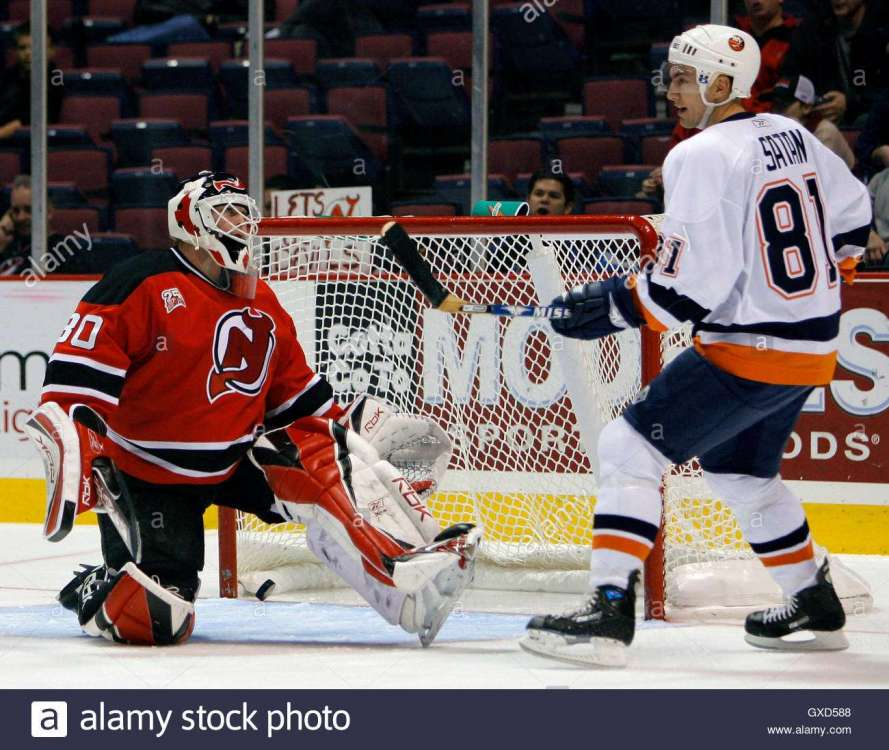 new-jersey-devils-goalie-martin-brodeur-l-and-new-york-islanders-winger-GXD588.jpg