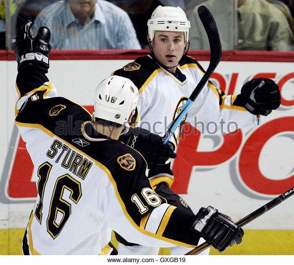 boston-bruins-marc-savard-r-celebrates-his-goal-against-the-montreal-gxgb19.jpg.1b99381afe8093ea86a87092f1bf7627.jpg