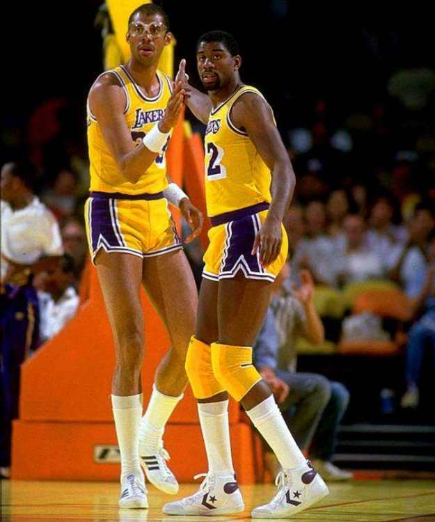 Kareem-Abdul-Jabbar-Magic-Johnson.thumb.jpeg.5e25478484f837e2c30042025d72e297.jpeg