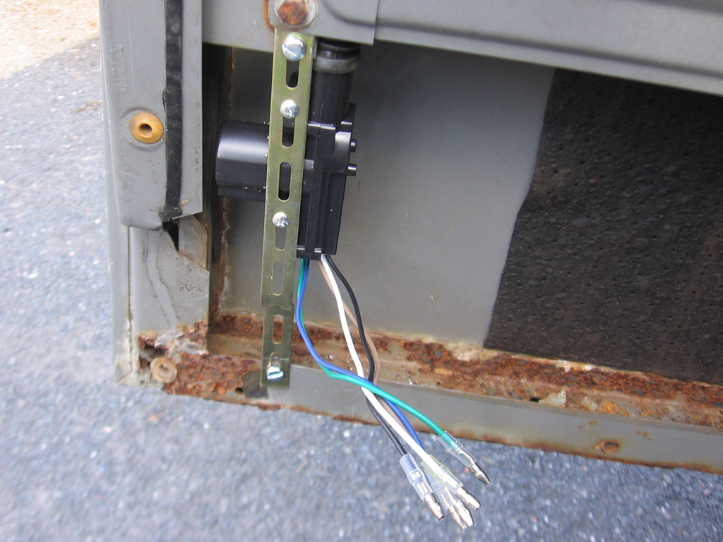 Fitting Central Locking To A Defender 90 Forum Lr4x4 Land Rover Wiring Diagram Post 10578 1222284151 Thumb