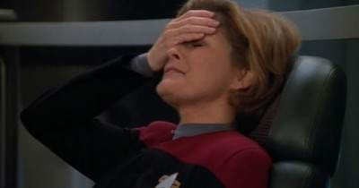 janeway-facepalm-sized-for-feature.jpg