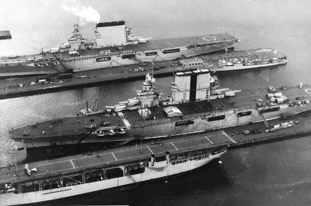 1280px-USS_Langley_(CV-1),_USS_Saratoga_(CV-3)_and_USS_Lexington_(CV-2)_docked_at_the_Puget_Sound_Naval_Shipyard,_circa_1930_(NH_95037).jpg