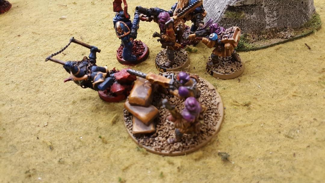 25 Chaos Marine Ninja Joe kicks a heavy bolter crewman in the head.jpg
