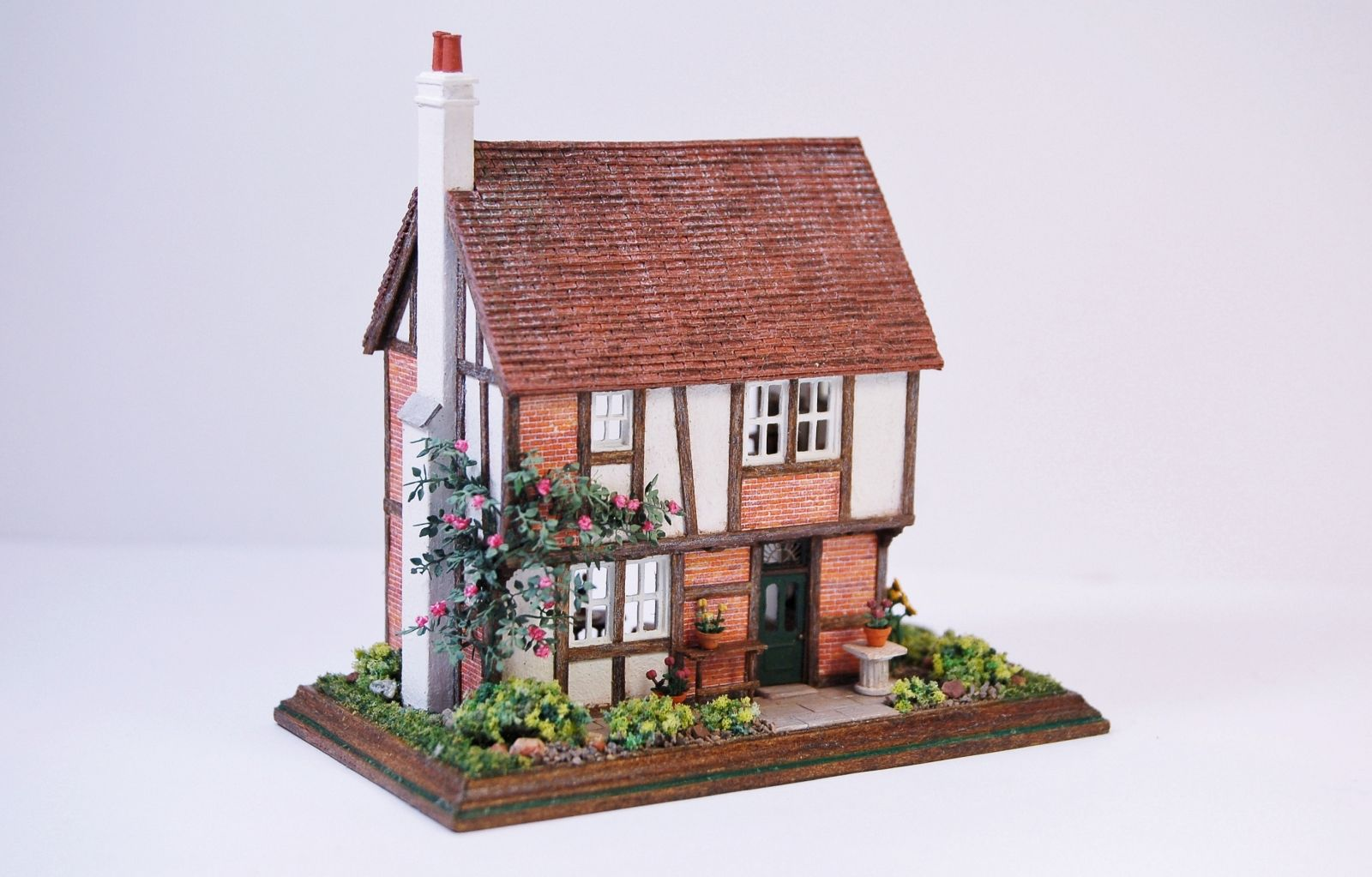 1:144 Scale Midsomer Cottage By Nell Corkin