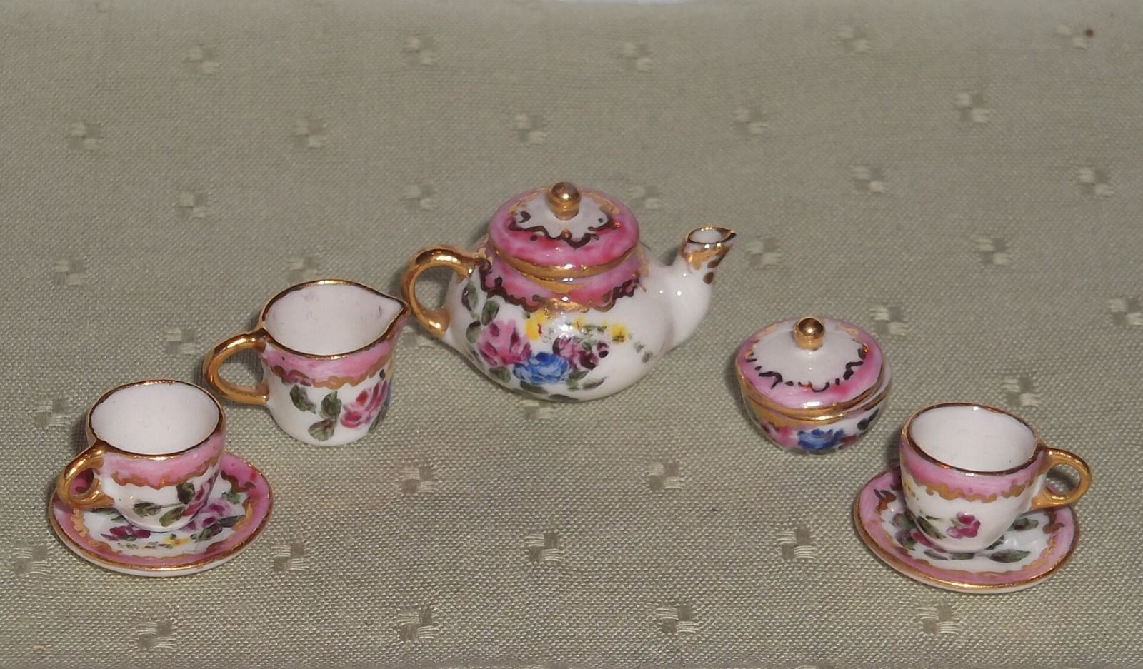 Tea set from Avon hand painted by Dineke Boektje