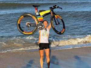 Triathlete with Stage 4 lung cancer completes cross-country trek