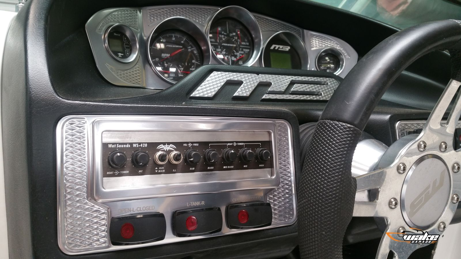 Wetsounds 420 in MB dash