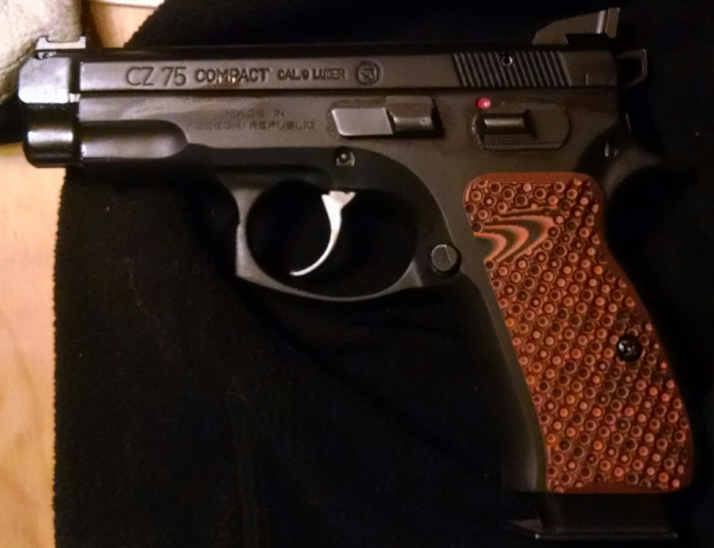 Lok grips palm swell or vz palm swell??? - CZ - Brian Enos's Forums