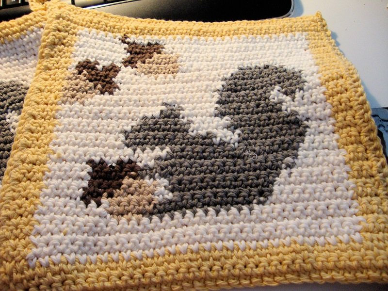 Squirrel Pot Holder (1).JPG