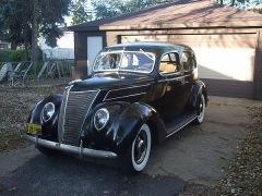 1937 Ford DeLuxe Fordor