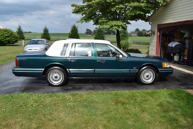 Classic 1992 Lincoln Town Car Jack Nicklaus Special Edition Like