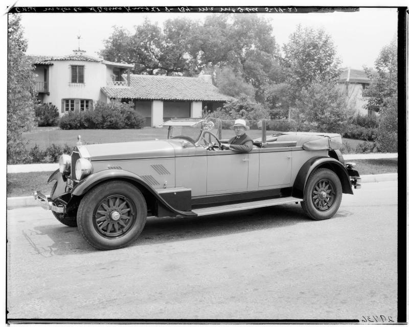 StearnsKnight_8_automobile_East_Colorado_Pasadena_1927.jpg