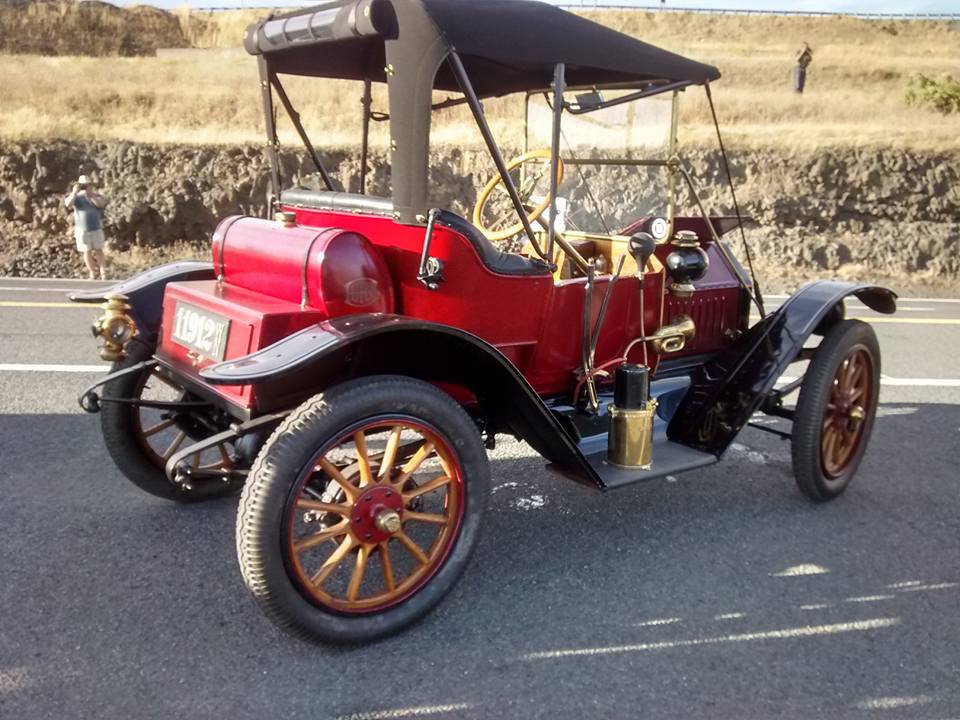 12 Buick Roadster at the top of The Old Spiral Highway.jpg
