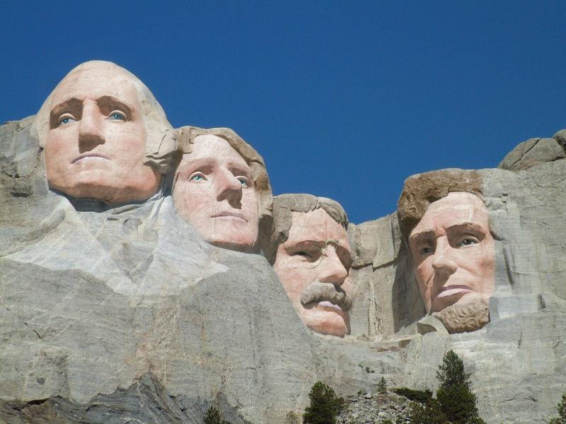 Mt-Rushmore-Black-White-photos-in-color-s2400x1800-416745.jpg