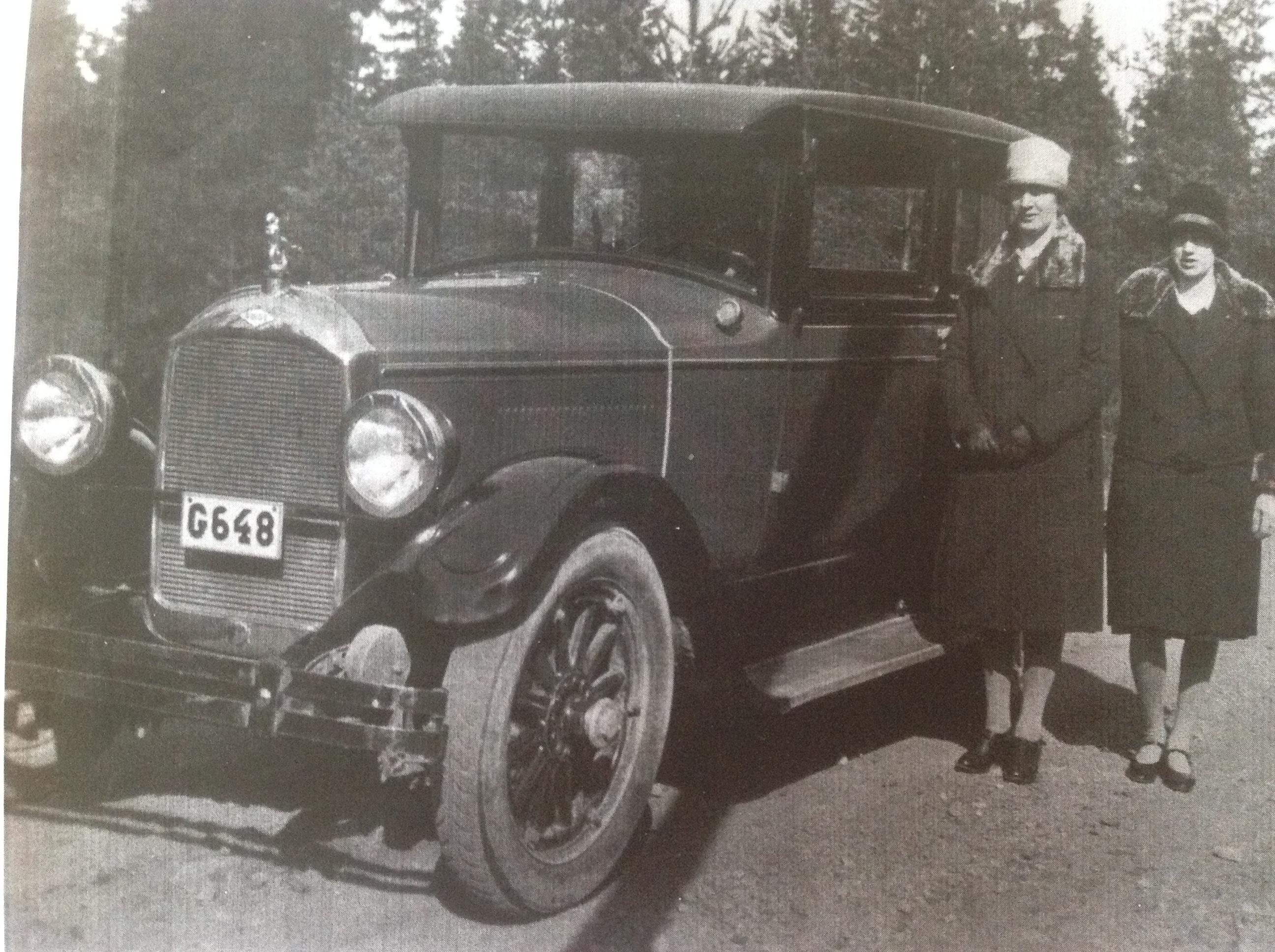 Help identify this car, photo taken in Sweden 1930s - What is it ...
