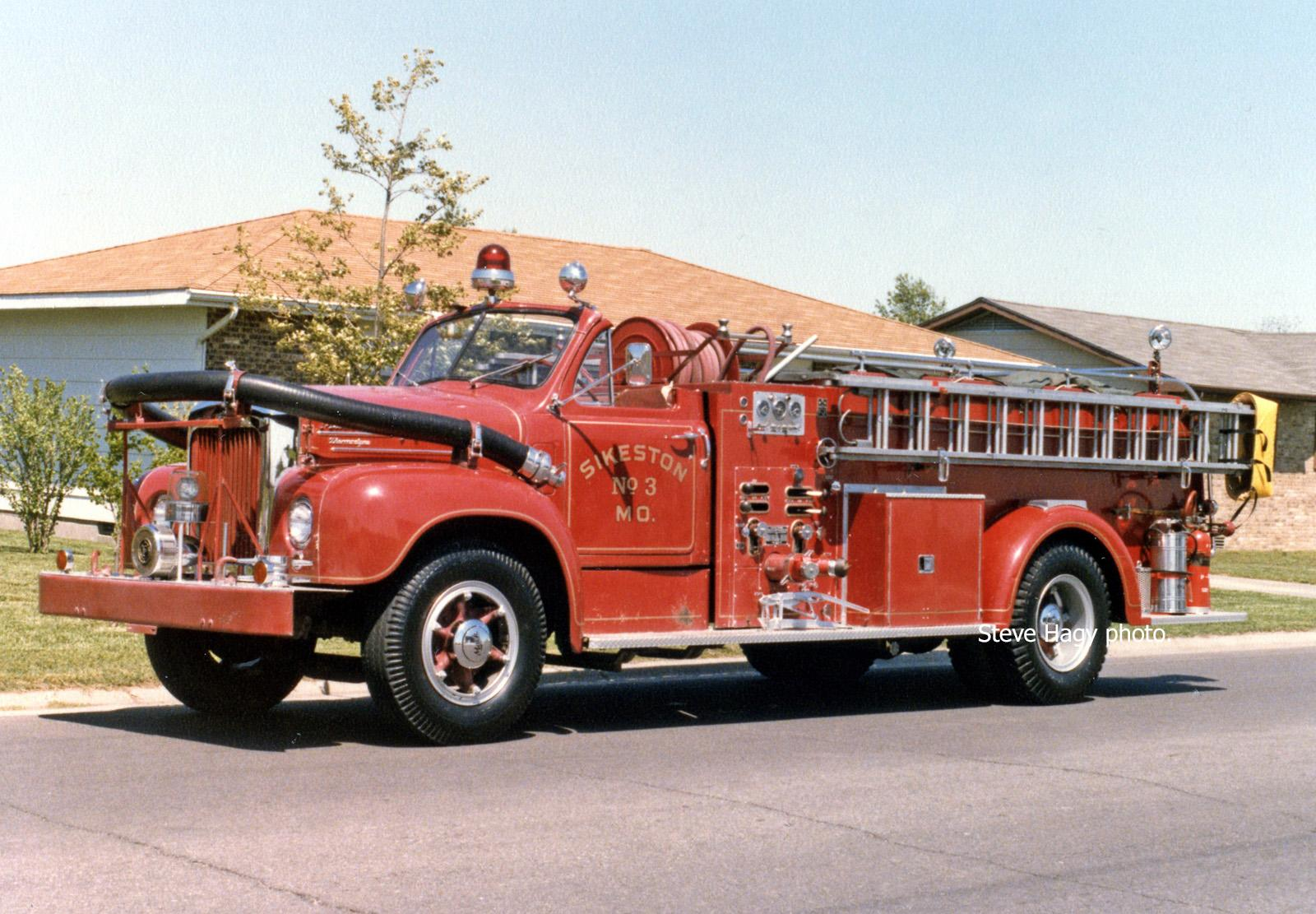 Sikeston MO   1958 Mack Pumper