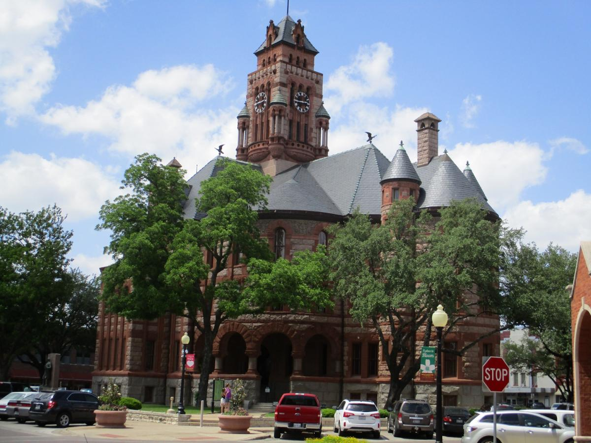 Ellis County courthouse, resized.jpg