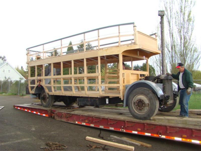 Bus arriving at Lacey 005 (Medium).jpg