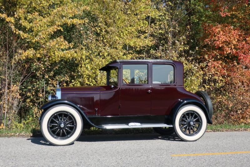 1925 Buick and fall foliage 002.JPG