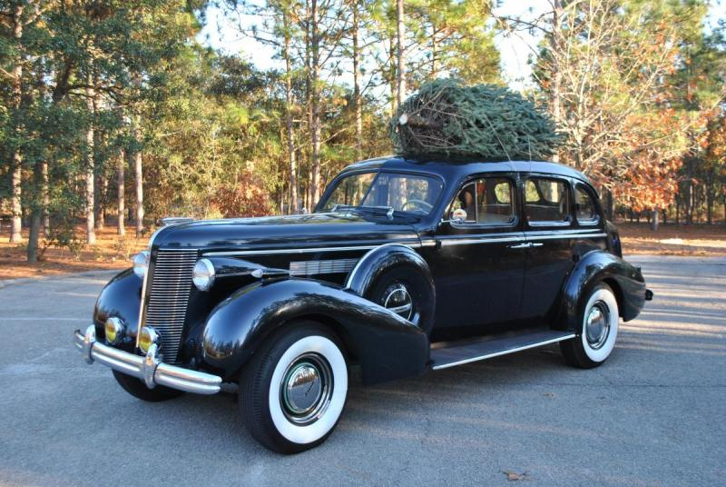 1937 Buick with Christmas Tree.jpg