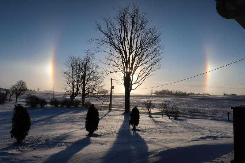 Winter sun dogs 002.JPG