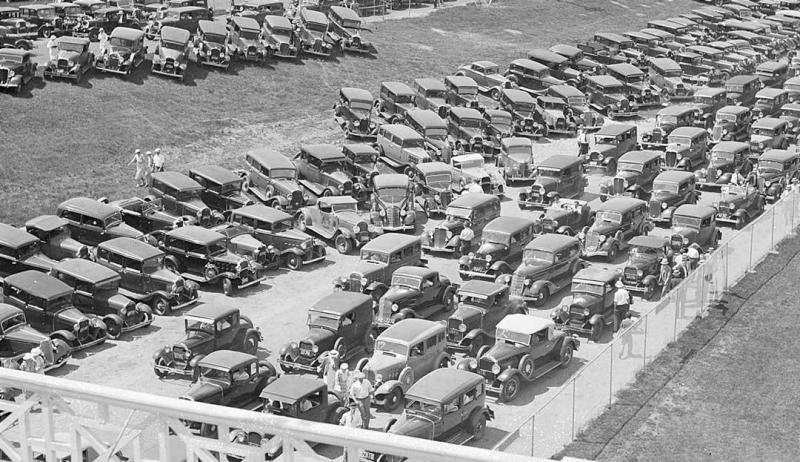 Cars-Entering-Rockingham-Park-Circa-1935.jpg