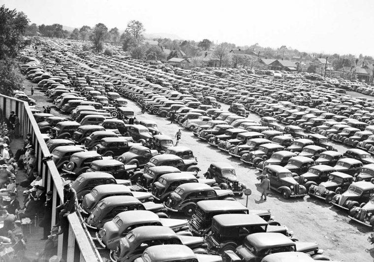 Parking-Lot-1930s-Cars-Kentucky-Derby-760x533.jpg