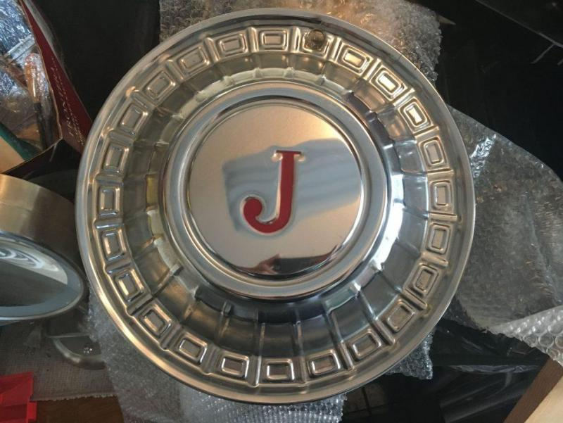 Jeep hubcap J Series fitted to early CJ's.jpg