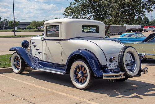 1930 Chrysler 70 rear.jpg
