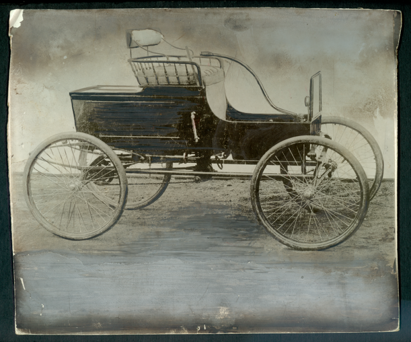 stanley_steam_car_1898_photo_1920_02_february_15_front.png