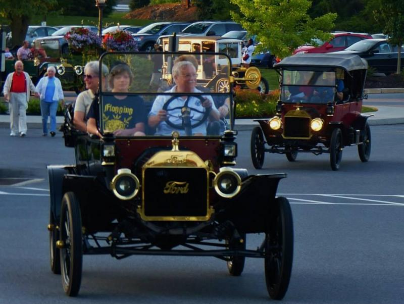 Reliability Tour gaslight parade 2014.jpg