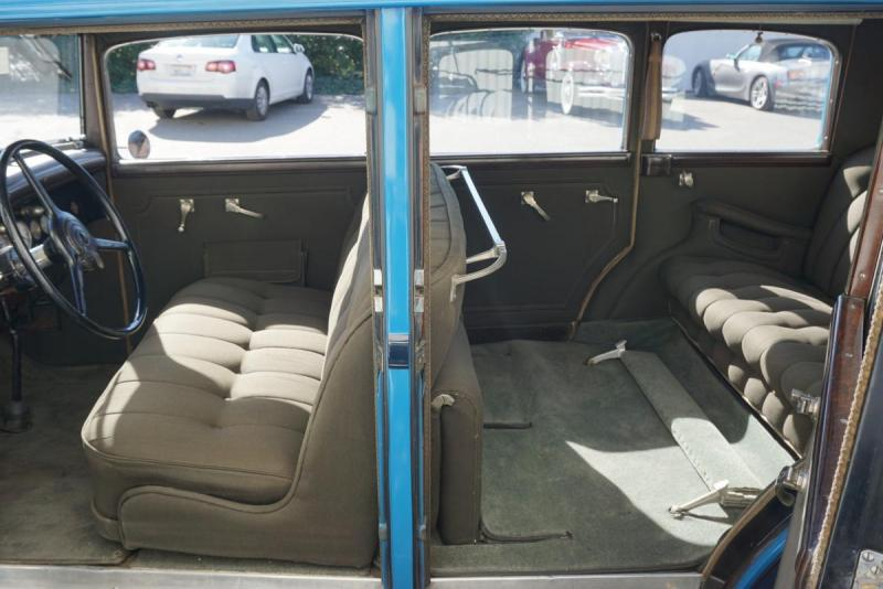 1931_chrysler_imperial_4_door_sedan_limousine_6a43cde855.jpg