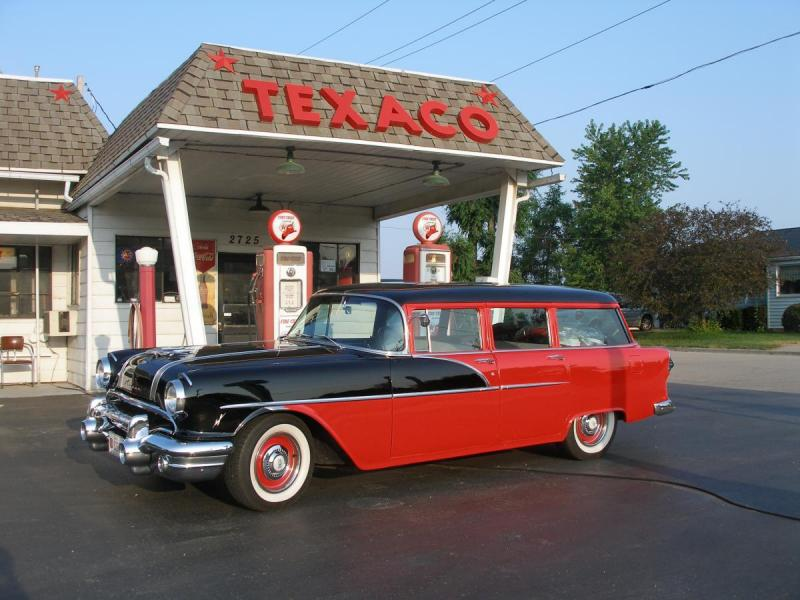 1956 Chieftain and WI Texaco station.JPG