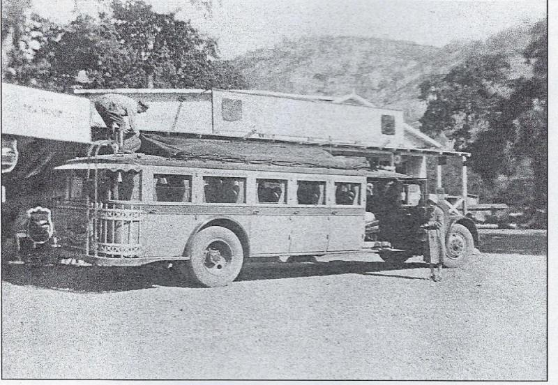 Greyhound Bus 1928.jpg