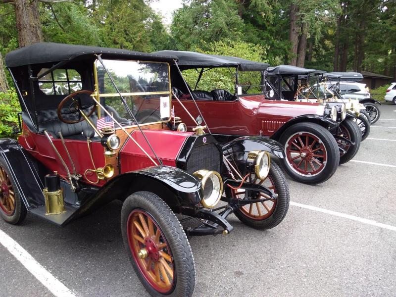 1912 Model 34 Buick w Flags.jpg