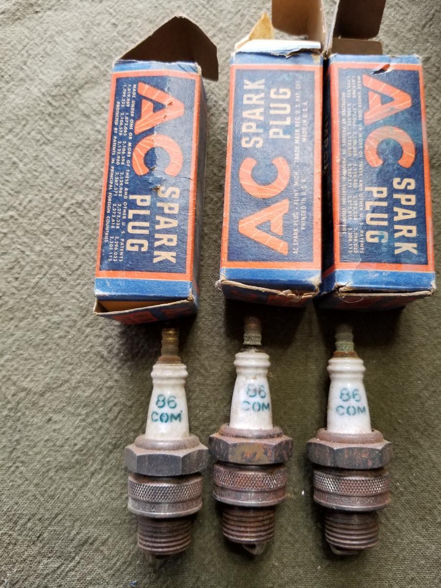 Lot of 8 Autolite A52 Spark Plugs Vintage