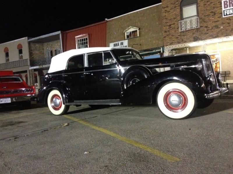 1937 Buick at St Bernard - right front.JPG