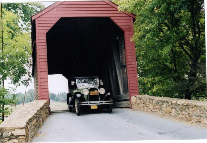 1924 Buick-Hoover-covered bridge.jpg