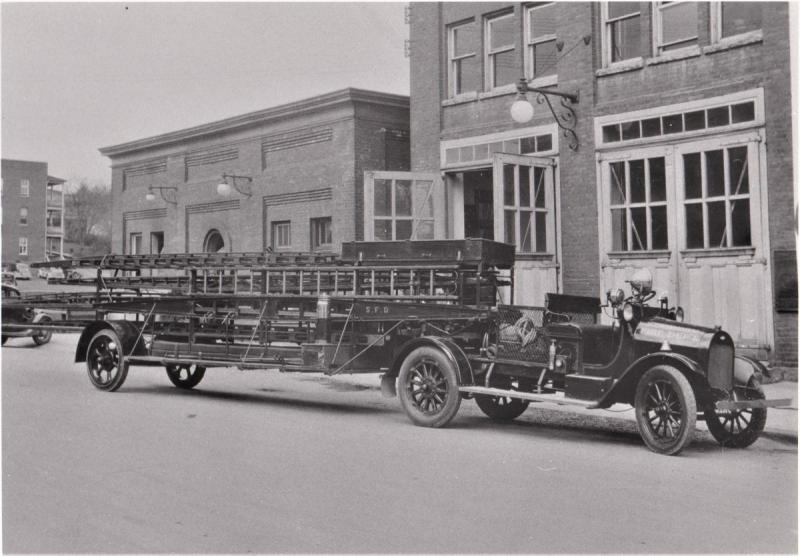 1918 Bickle-Chevrolet Model T hook and ladder truck.jpg