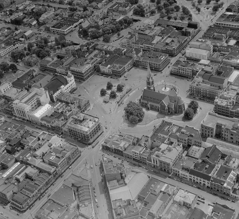1024px-Aerial_view_of_Cathedral_Square,_Christchurch_(pre-1954).jpg