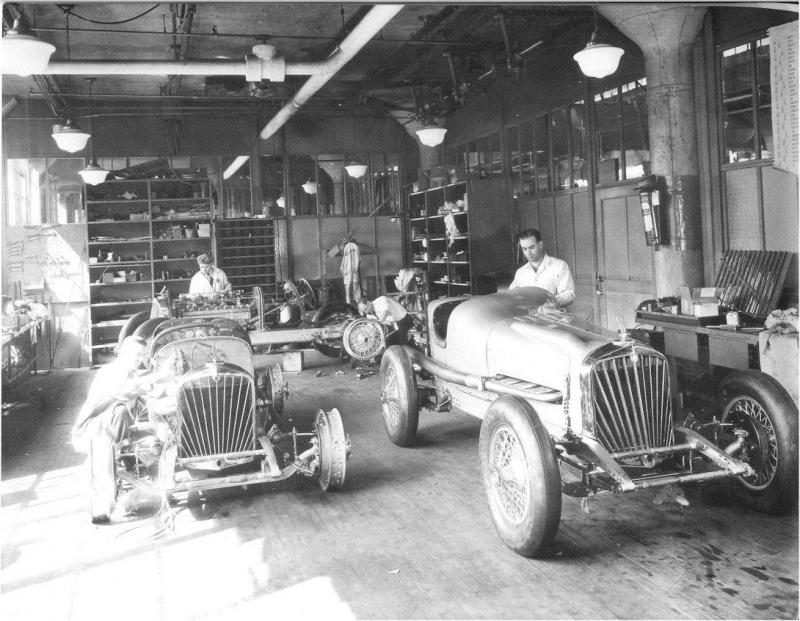 Stude_Indy_cars_in_shop_1932_sm.thumb.jpg.406b2eb7fd314d89c36385e88f766093.jpg