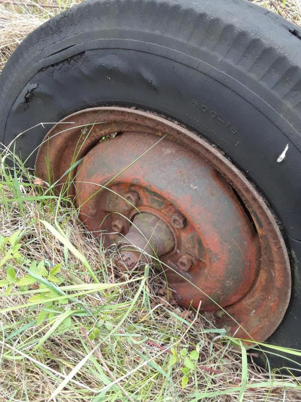 axle and wheels in field 006.jpg
