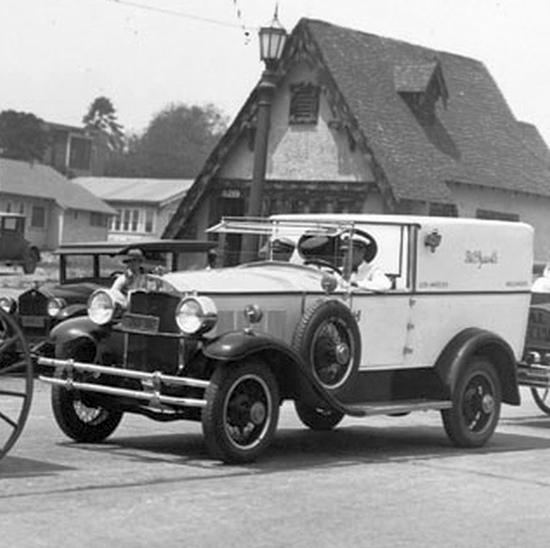 Old__Settlers_Parade_1928 town car delivery - cropped.jpg