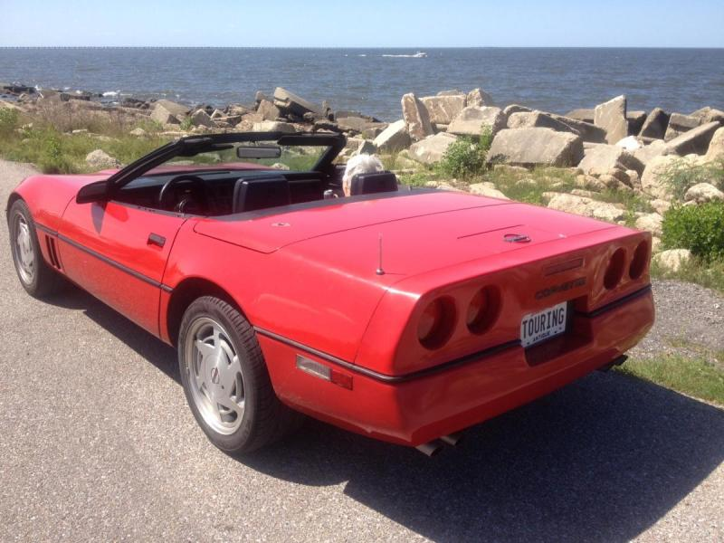 1988 CORVETTE LEFT REAR AT LAKEFRONT.jpg