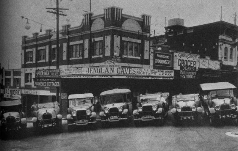 Cars outside Katoomba Central Tourist Bureau.jpg
